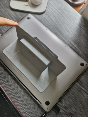 MOFT Invisible Notebook Stand photo review