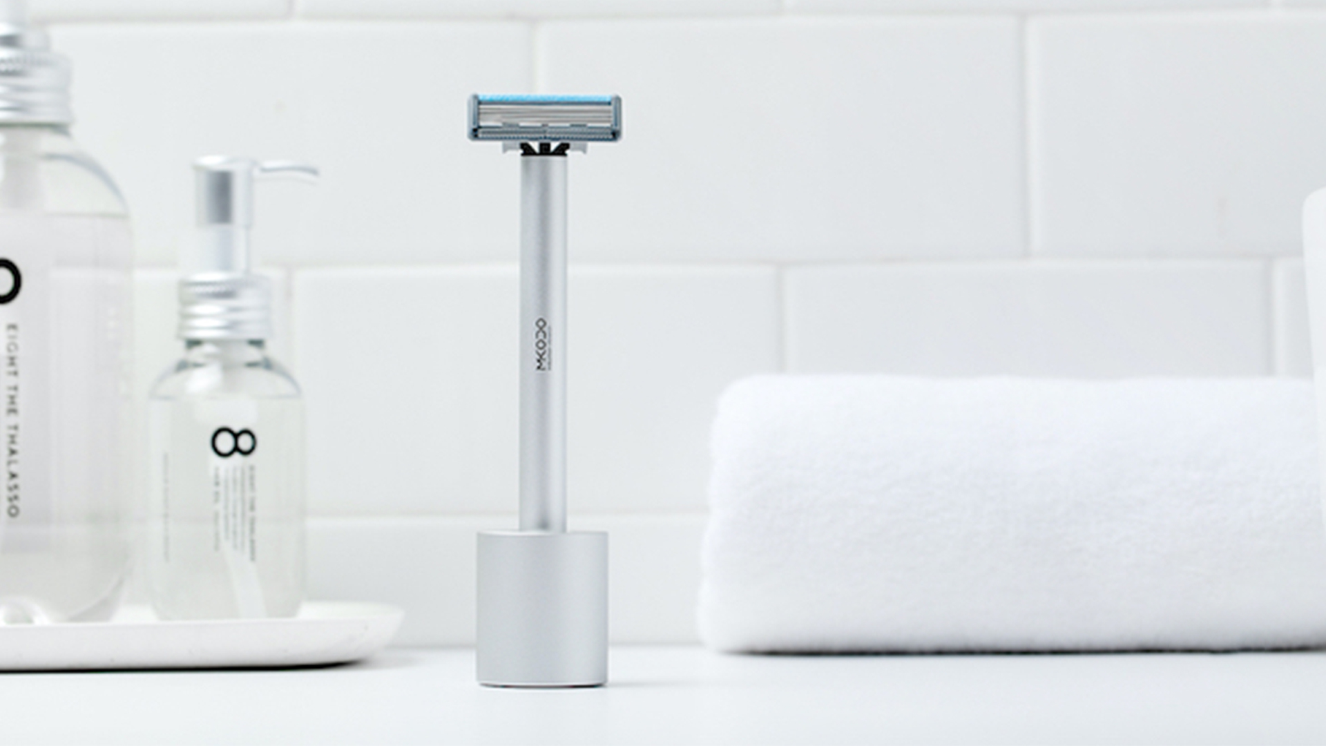 Manual & Electric 2-In-1 Shaver 14 - Sneapy
